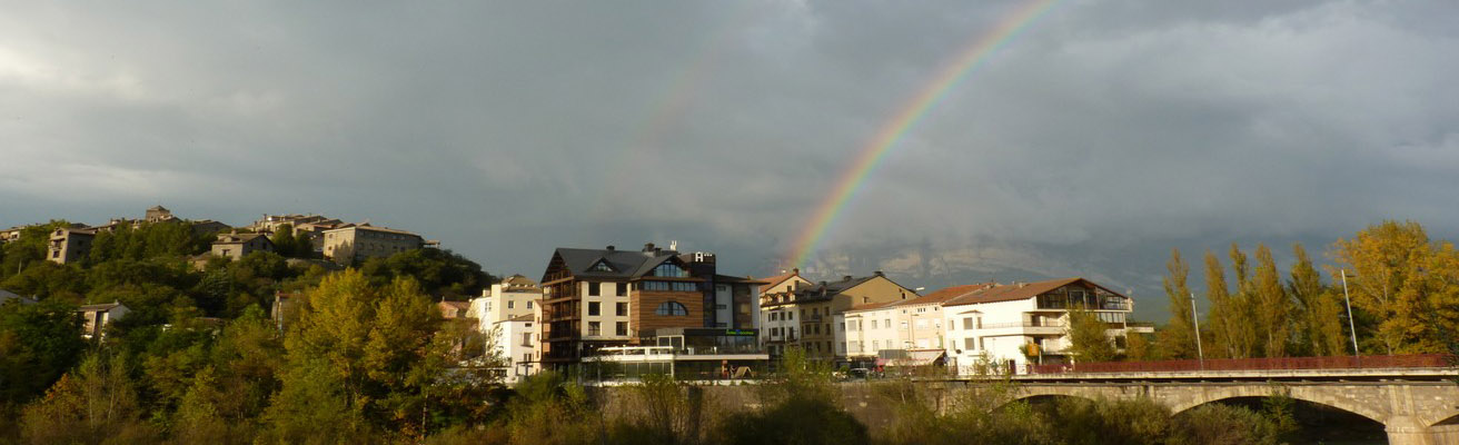 Alojamientos Pirineos Sanchez con arco