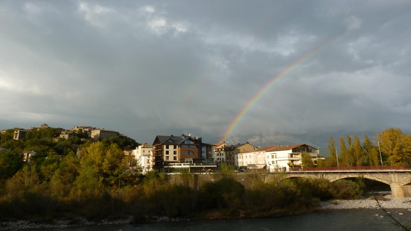 COMUNES H.Sanchez con arco iris