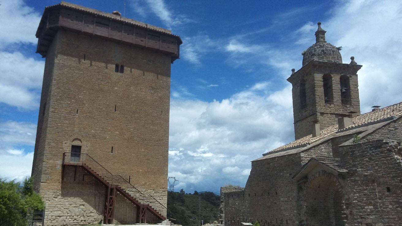 Iglesia y Torre defensiva