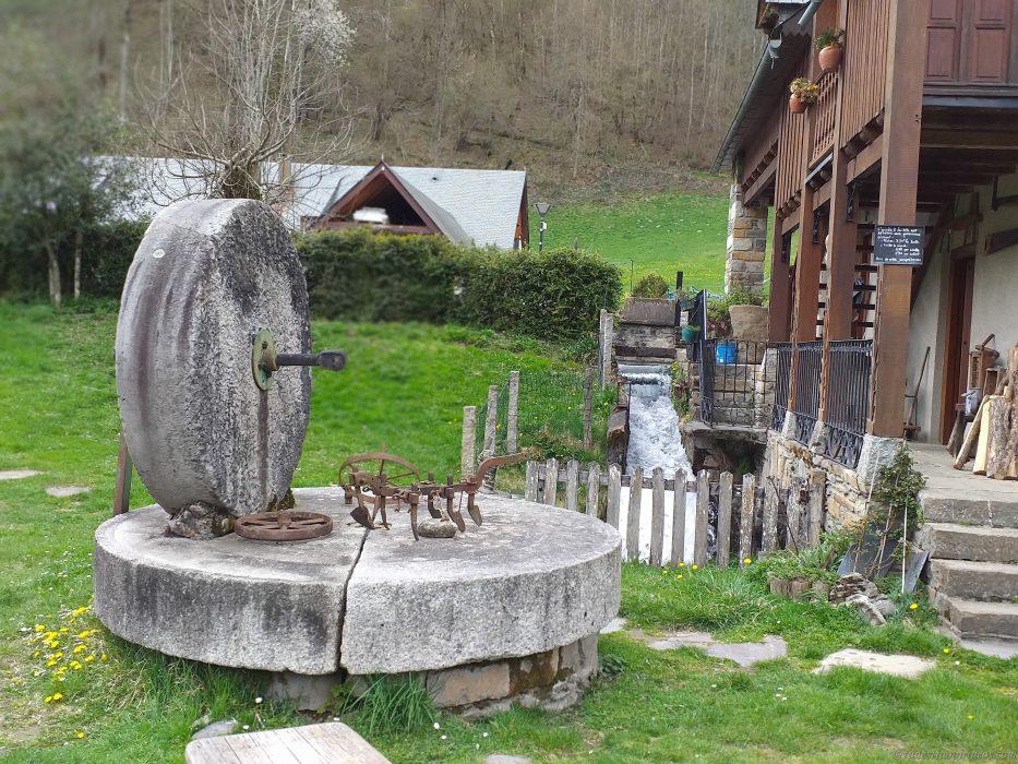 Le-Moulin-de-Saoussas-piedra-de-moler