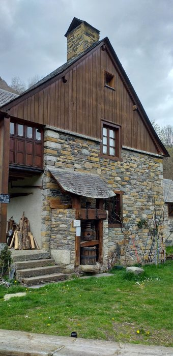 Le-Moulin-de-Saoussas-prensa-de-uva-2
