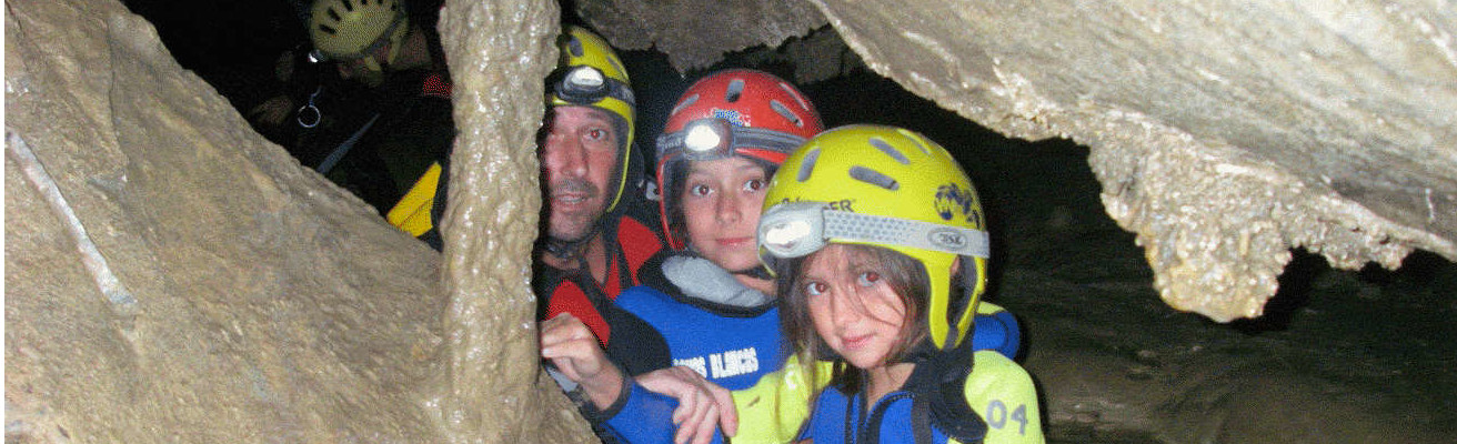 Pirineos Familias Cuevas 1312 x 400
