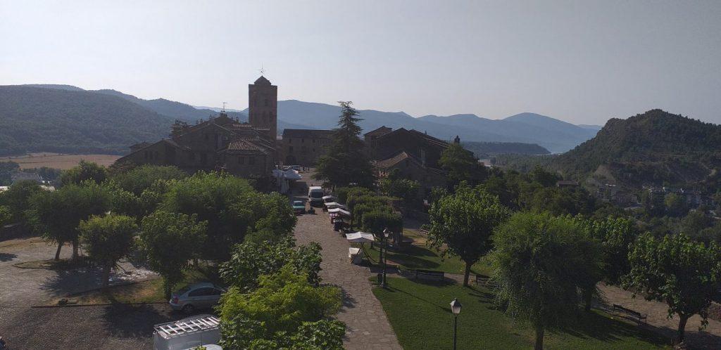 Vista general Plaza Mayor de Aínsa, Pirineo Aragonés